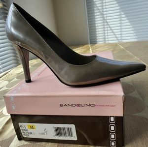Bandolino TERRYF PRLY TAUPE PATENT PUMPS Size: 6.5